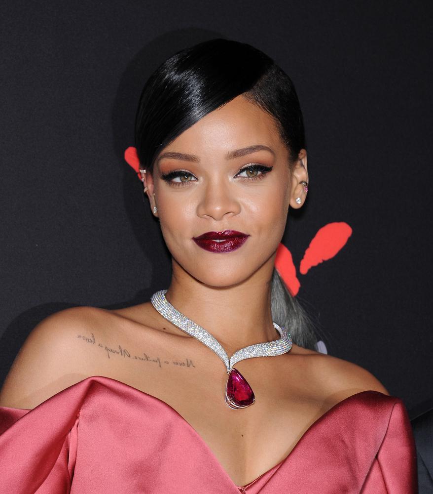 Coleta lateral Rihanna